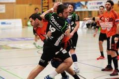 Boris Stankovic (vorne) im Duell gegen Prieto Carlos. (Bild: Roger Zbinden / Neue LZ)