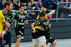Der Krienser Boris Stankovic (rechts) im Duell gegen Björn Fröhlich. (Bild: Roger Grütter / Neue LZ)