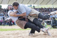 Marcel Mathis (rechts) und Thomas Sempach treten im ersten Gang gegeneinander an. (Bild: KEYSTONE/Urs Flueeler)