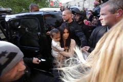 Kim Kardashian mit ihrer Tochter North West in Jerusalem. (Bild: Keystone)