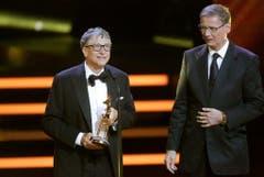 2013 überreicht Günther Jauch den Bambi-Award an Microsoft-Gründer Bill Gates. (Bild: Keystone)