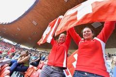 Schweizer Fans im Letzigrund (Bild: Keystone)