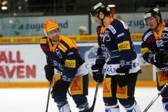 Die Zuger Pierre-Marc Bouchard, links, Robin Grossmann, Mitte, und Jarkko Immonen, rechts, beim Eishockey Meisterschaftsspiel der National League A zwischen dem EV Zug und dem HC Lugano. (Bild: Keystone/Alexandra Wey)