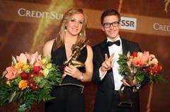 Ariella Kaeslin und Simon Ammann strahlen als Schweizer Sportlerin und Sportler des Jahers (Bild: André Häfliger/Neue LZ)