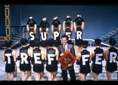 Kurt Felix, Moderator «Supertreffer», mit den Gipsy Dancers im Jahr 1989. (Bild: SRF)
