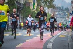 Die Läuferinnen und Läufer sind unterwegs (Bild: Boris Bürgisser/LZ)