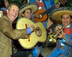 """Karl Moik in seinem Element: Zusammen mit der mexikanischen Mariachi-Band """"The Mora Arriaga"""" feiert er im """"Musikantenstadl"""". (Bild: Keystone)"""
