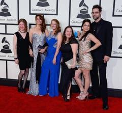 Von links: Anya Burgess, Yvette Landry, Christine Balfa, Kristi Guillory, Maegan Berard, and Danny Devillier von Bonsoir Catin. (Bild: Keystone)