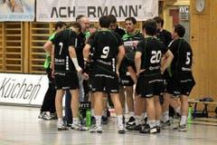 Der HC Kriens-Luzern beim Timeout. (Bild: Roger Zbinden/Neue LZ)