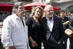 Die Schweizer Musiker Marc Dietrich (links) und Peter Reber mit Gattin Livia. (Bild: Keystone)