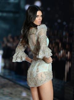 Kendall Jenner im transparenten Look. (Bild: Keystone)