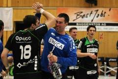 Boris Stankovic, links, und Marius Aleksejev freuen sich über den Sieg.