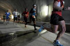 Der Lauf durch den Tunnel. (Bild: Eveline Beerkicher/Neue LZ)