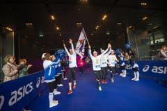 Die Läuferinnen und Läufer sind unterwegs (Bild: Roger Grütter/LZ)