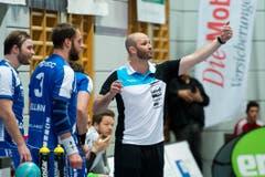 Heiko Grimm, Trainer des HC Kriens-Luzern gibt Anweisungen. (Bild: Dominik Wunderli / Neue LZ)