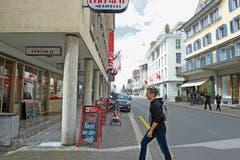 Mit dem Programm «Netzwerk Altstadt» will der Gemeinderat Schwyz verhindern, dass weitere Lädeli aus der Schwyzer Herrengasse verschwinden. Das Programm soll auch bessere Frequenzen bringen. (Bild: Erhard Gick)
