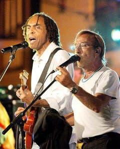 21. Juli 2003: Gemeinsamer Auftritt mit dem brasilianischen Sänger Gilberto Gil (l.) in Sorrento. (Bild: Keystone / EPA)