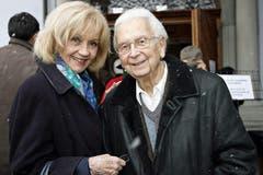 Zusammen mit Schauspielerin Lilo Pulver, anlässlich der Abdankungsfeier für Anne-Marie Blanc in der Kirche St. Peter in Zürich, (14. Februar 2009). (Bild: Keystone / Patrick B. Kraemer)