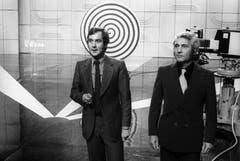 """In Zusammenarbeit mit den ZDF und dem ORF werden im Schweizer Fernsehen drei Sendungen unter dem Titel """"Illusionen"""" ausgestrahlt. Kurt Felix (links) und Harald Scheerer von der Hochschule für Wirtschaft in Pforzheim. (Bild: Keystone)"""