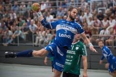 HCK-Spieler Daniel Fellmann beim Abschluss. (Bild: Boris Bürgisser / Neue LZ)