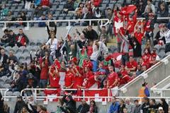 Schweizer Fans in Newcastle. (Bild: Keystone)