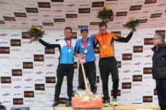 Die Gewinner: Stefan Trummer (1. Mitte), Michael Eggenberger, (2., links) und Daniel Besse (r3., rechts). (Bild: Ramona Geiger/ Claude Hagen/LZ)