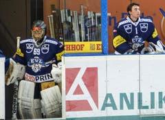 Gianluca Hauser (rechts) macht Robin Kuonen Platz. (Bild: Keystone)