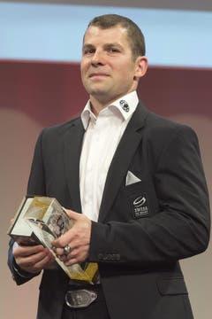 Berns Captain Martin Plüss ist an der Verleihung der Swiss Ice Hockey Awards als wertvollster Spieler (MVP) ausgezeichnet worden. (Bild: Keystone)