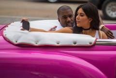 Selfie beim Autofahren - auch das ist Kim Kardashian. (Bild: Keystone)