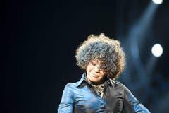 Zehn Jahre nach Houstons letzter Welttournee begann im Dezember 2009 ihre neue Welttournee. Die Kritiken zu diesem Tour-Auftakt waren gekennzeichnet von der Enttäuschung über ihre brüchige Stimme, die kaum das Niveau früherer Jahre erreichte. (Bild: Imago)