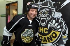 Am 29. Oktober erstmals im Dress des HC Lugano: Paul Di Pietro verlässt die Garderobe in der Resega. (Bild: Keystone)