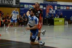 Tobias Baumgartner schliesst einen Angriff am Kreis ab. (Bild: Nadia Schärli)
