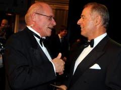 Adolf Ogi (rechts) im Gespräch mit dem abtretenden SRG-Generaldirektor Armin Walpen. (Bild: André Häfliger/Neue LZ)