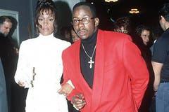 Whitney Houston 1990 mit dem R&B-Sänger und zukünftigen Ehemann Bobby Brown. (Bild: Imago)