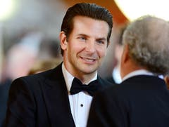 Der Nominierte Frauenschwarm Bradley Cooper («American Sniper») lächelt trotz verpasstem Oscar. (Bild: Keysteon / Paul Buck)