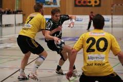 Daniel Baverud (Mitte) setzt sich gegen Sören Trads Möller Nielsen durch. (Bild: Roger Zbinden/Neue LZ)