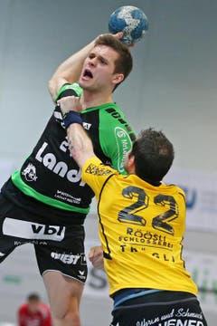 Der Krienser Tobias Baumgartner und Altdorfs Daniel Röösli. (Bild: Philipp Schmidli / Neue LZ)