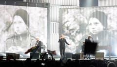 Rumänien: Die Band Voltaj mit dem Song 'De La Capat/ All Over Again'. Mitte: Sänger Calin Goia. (Bild: JULIAN STRATENSCHULTE)