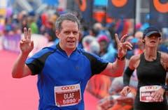 Dieser Läufer freut sich über die Ziellinie. (Bild: swiss-image.ch/Photo Andy Mettler)