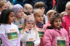 Die kleinen Sportlerinnen und Sportler wetteifern um den Sieg. Bilder von vielleicht ersten Wettkampffieber des Lebens. (Bild: Ramona Geiger/LZ)