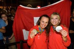 Empfang von Timea Bacsinszky (rechts) und Martina Hingis im «House of Switzerland». (Bild: Keystone / Laurent Gilliéron)
