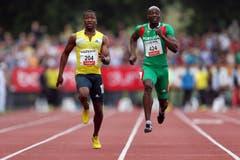 Kenroy Anderson (links) gewinnt den 100m B-Lauf. (Bild: Philipp Schmidli / Neue LZ)