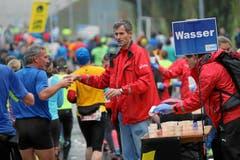 Bilder von unterwegs: Eindrücke von der Laufstrecke und auf Nebenschauplätzen. (Bild: Andi Mettler/swiss-image.ch)