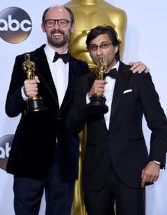 "James Gay-Rees (l.) und Asif Kapadia haben mit ""Amy"" den besten Dokumentarfilm 2016 produziert. (Bild: Keystone/EPA/Paul Buck)"
