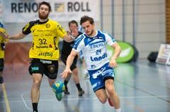 Tobias Baumgartner vom HCK (rechts) gegen Vedran Banic. (Bild: Eveline Beerkircher / Neue LZ)