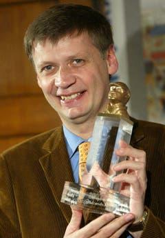 """Im Jahr 2003 wurde er mit dem Medienpreis """"Bobby 2003"""" ausgezeichnet. Damit wurde er für sein Engagement für Menschen mit Behinderung geehrt. (Bild: Keystone)"""