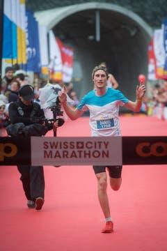 Sieger Halbmarathon Männer: Daniel Lustenberger. (Bild: Boris Bürgisser (LZ))