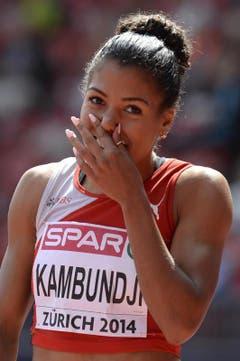 Mujinga Kambundji stellt am ersten Tag mit 11,32 Sekunden einen neuen Schweizer Rekord über 100 Meter auf. (Bild: Keystone)