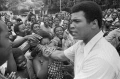 Muhammad Ali 1974 in Kinshasa. Er war für den Kampf gegen George Foreman in Zaire. (Bild: Keystone)
