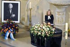 Pfarrerin Katharina Hoby hält die Predigt an der Gedenkfeier für den Walter Roderer in der Kreuzkirche in Zürich. (Bild: Keystone)